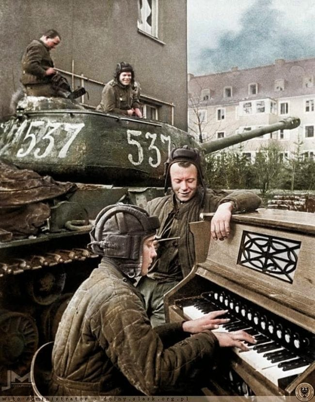 Breathtaking colored photos from WWII