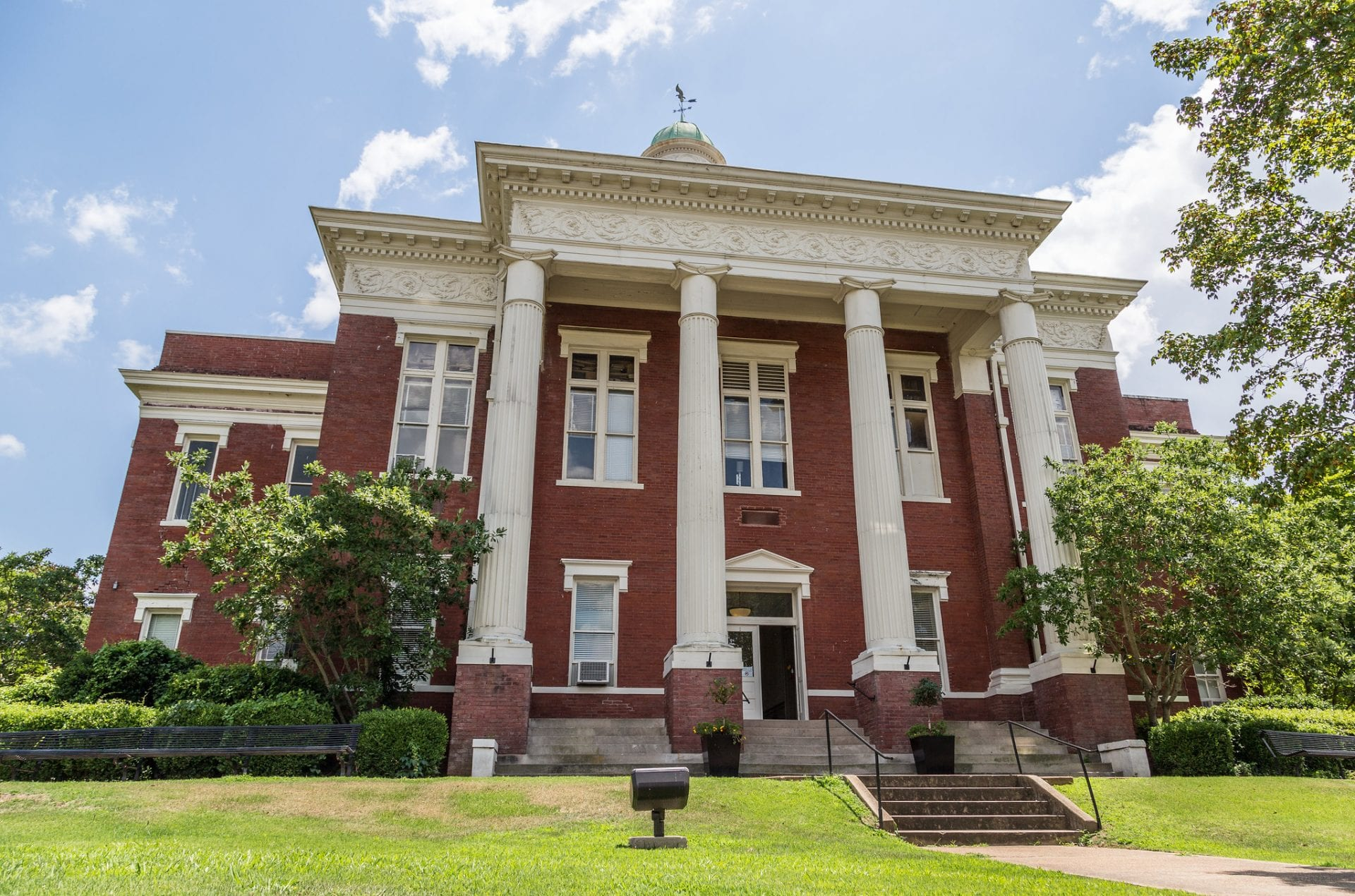 Mississippi courthouse