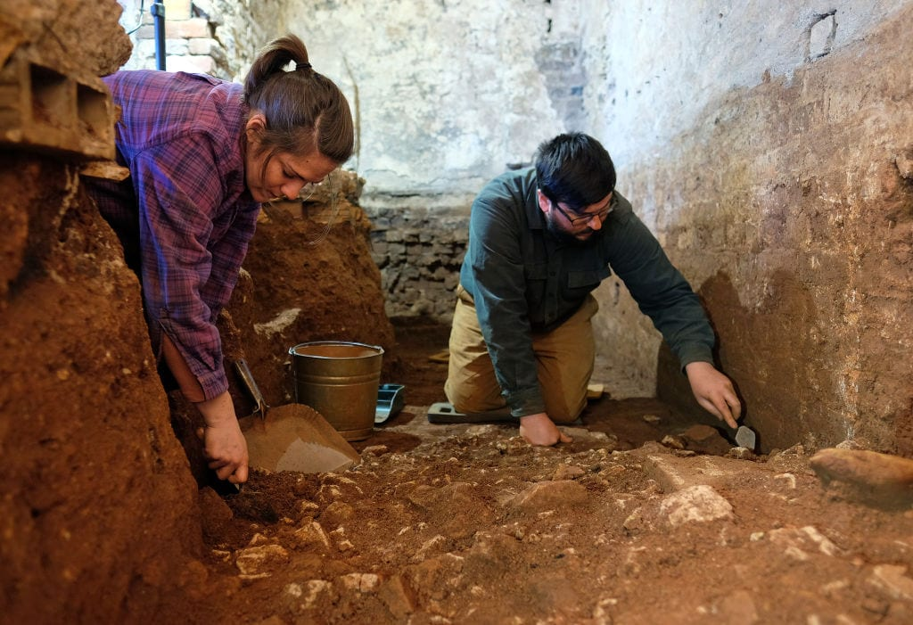 archaeologists digging in Thomas Jefferson's Monticello