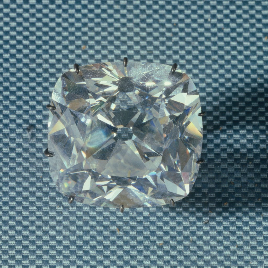 Diamond regent 140, 64 carats discovered in 1698