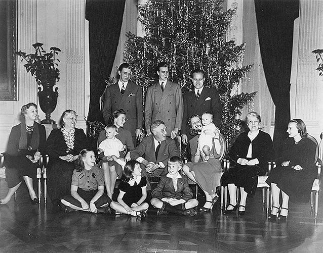 FDR, Christmas at the white house, christmas tree, vintage photo