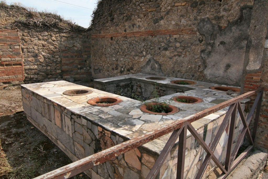 """Ancient fast food: Archaeologists find 2,000-year-old """"snack shack"""" in Pompeii"""