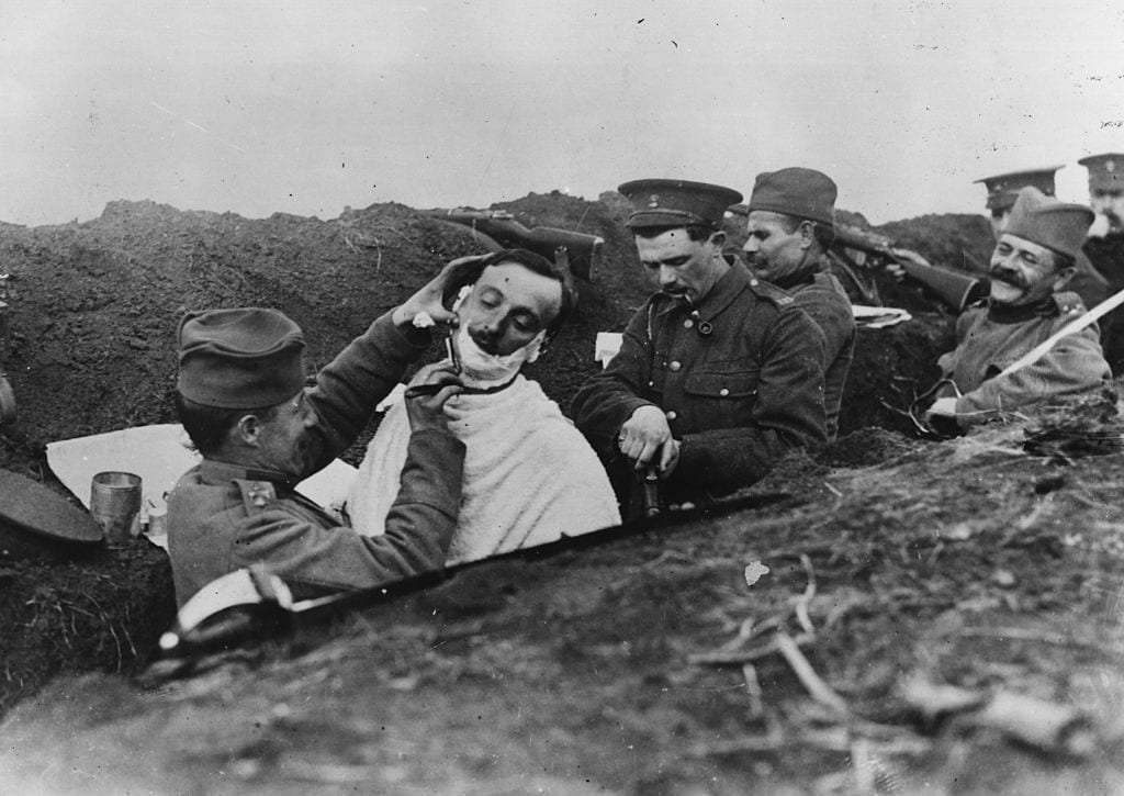 WWI trench war, shaving in the trenches, war pictures