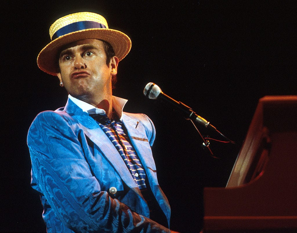 Elton John 1984 in straw hat