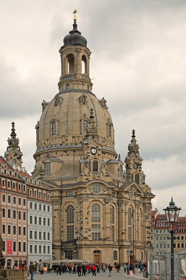 picture of the repaired Frauenkirche church in Dresden