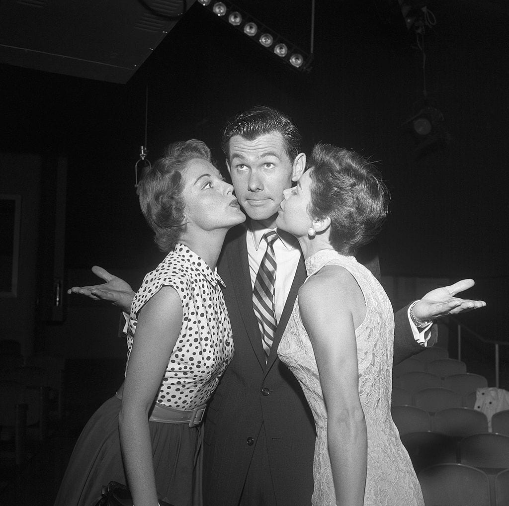 Photo of Johnny Carson with two girls