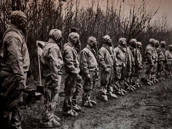 workers lined up, Chernobyl, nuclear disaster