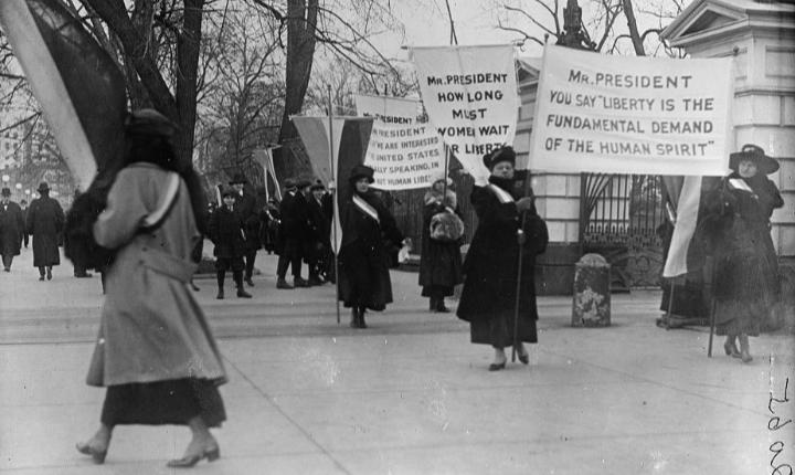 August 18, 1920: Women gain the right to vote in the US