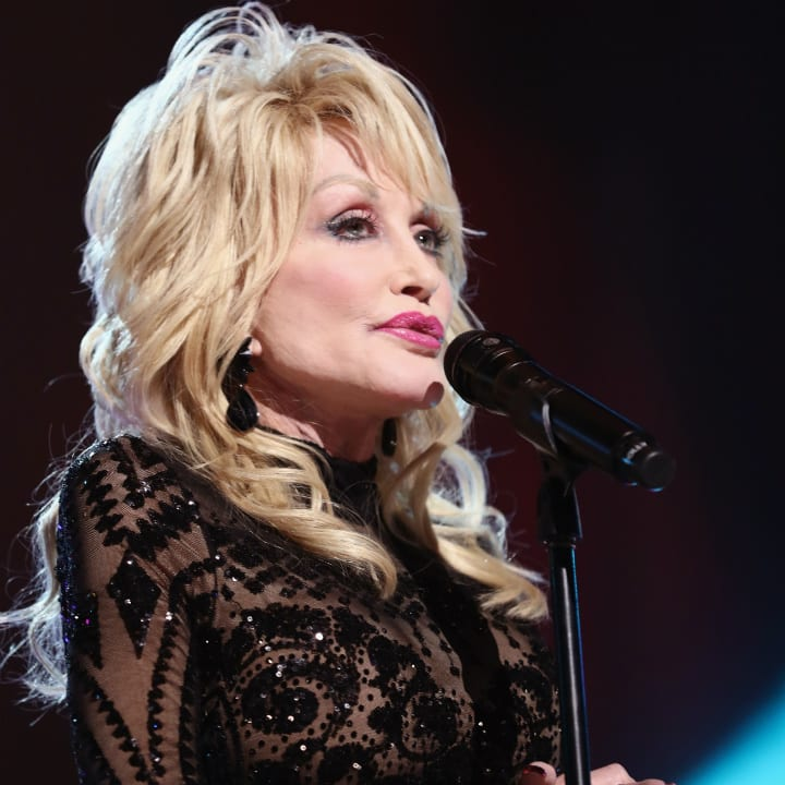 dolly-parton-singing