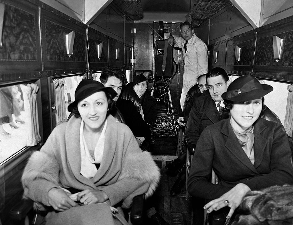 vintage-air-travel-stewardess-flight-attendant-glamorous-in-flight-games-1930s-first-in-flight-movie-Howdy-Chicago-1921