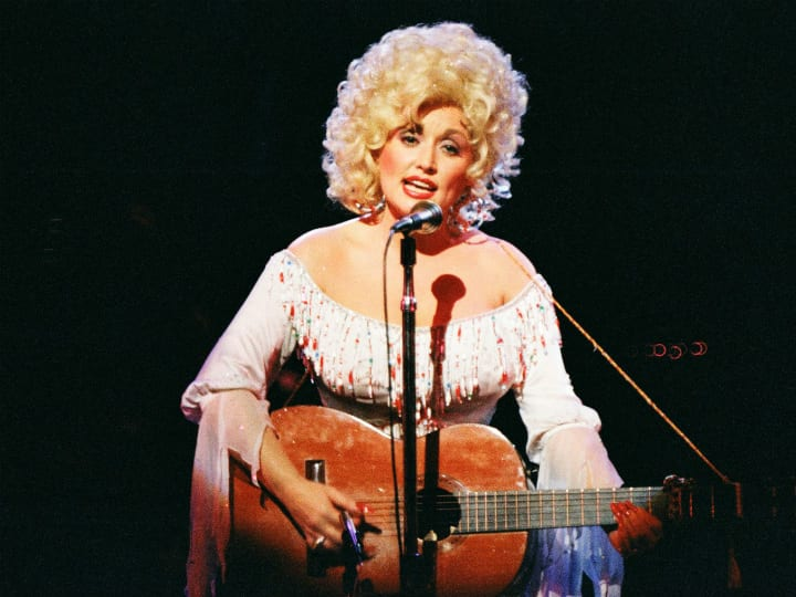 dolly-parton-performing