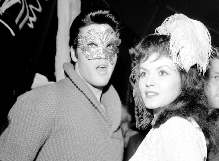 Elvis-Presley-Joan-Bradshaw-masquerade-celebrity-famous-people-Halloween-costumes