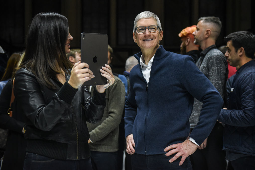 NEW YORK, NY - OCTOBER 30: Tim Cook, CEO of Apple stands with Lana Del Rey (with iPad) during a launch event at the Brooklyn Academy of Music on October 30, 2018 in New York City. Apple debuted a new MacBook Air, Mac Mini and iPad Pro.