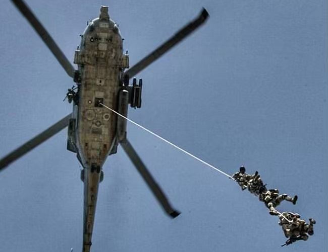 Navy-SEALs-BUD/S-buds-helicopter-jump