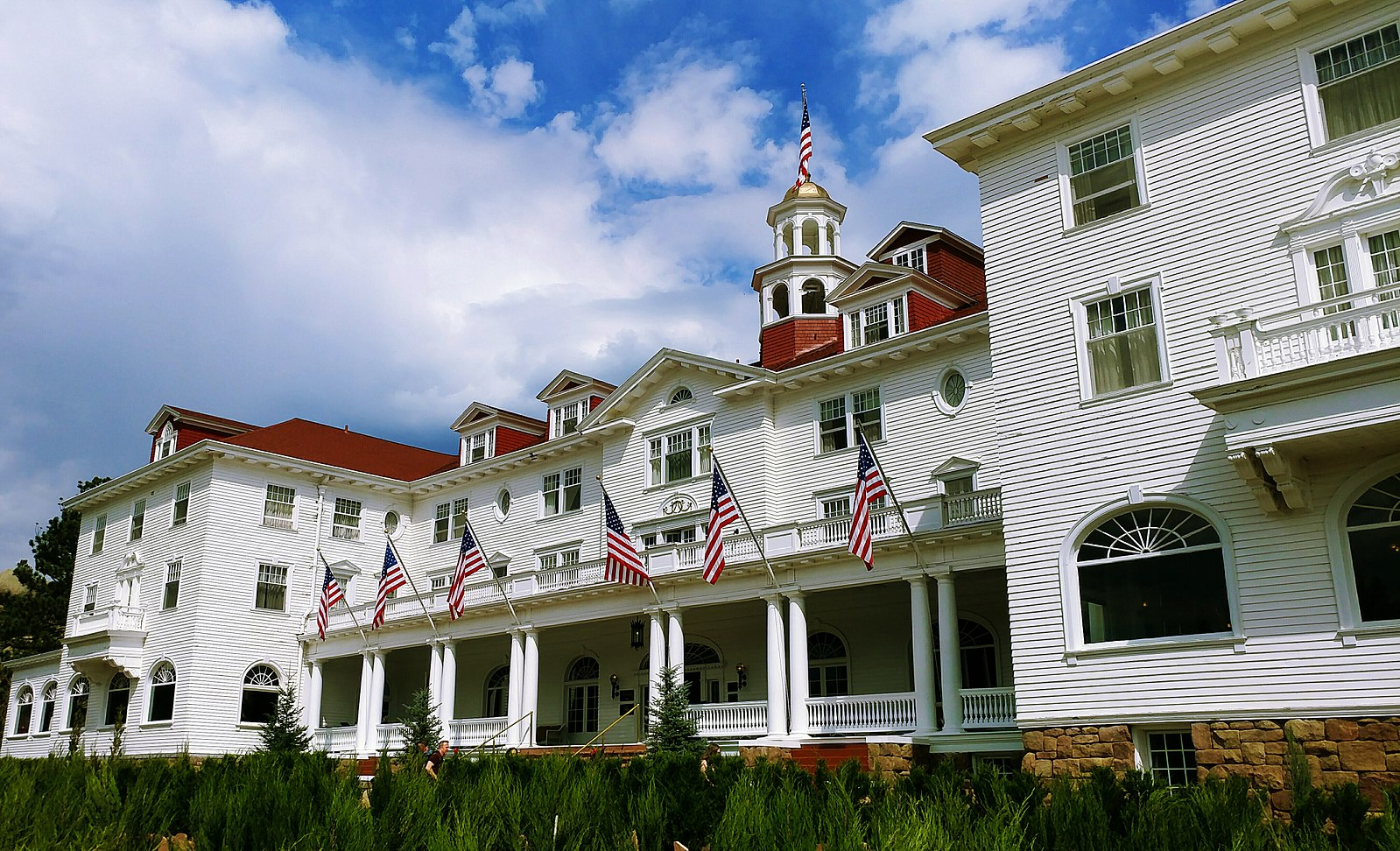 The_Stanley_Hotel,_Another_View